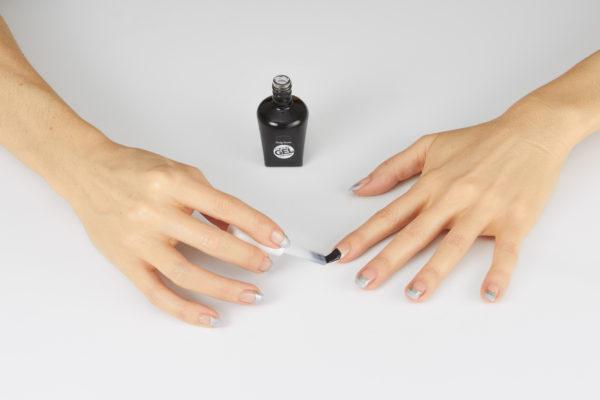 pomaluj paznokcie jedną warstwą specjalnego top coatu Miracle Gel.