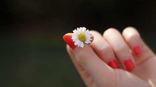 Sposób na gładkie dłonie – szybki i dla każdego