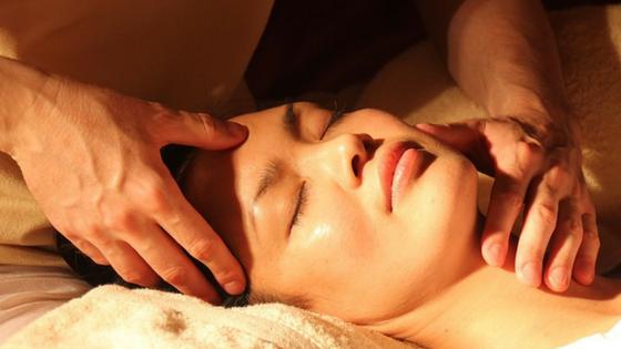 Masaż twarzy, ćwiczenia twarzy – moje top 5