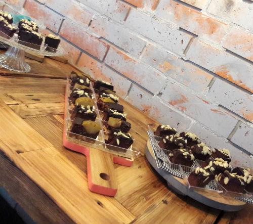 Brownie z batata i tarta czekoladowa z gruszką